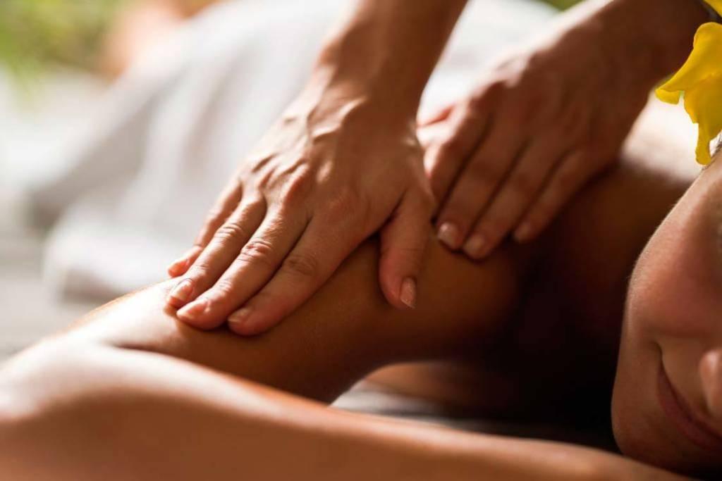 Ежедневно наш организм испытывает постоянные физические нагрузки, наиболееактивной частью тела являются руки. Чрезмерные нагрузки на руки приводят к онемению, отложению солей, снижению подвижности суставов, развитию артрита и артроза. Периодические боли в суставах нередко становятся нашими постоянными спутниками, а вместе с этим снижается тонус кожи и мышц, болит голова, внешний вид становится нездоровым, портитсянастроение и повышается утомляемость. Самый элементарный массаж  рук способен вернуть нам не только бодрость, но и поднять настроение! Стоимость процедуры: 400 руб Длительность процедуры: 25 мин. По всем вопросам можете обращаться по 📞89237771928 С уважением Ваш мастер Екатерина.